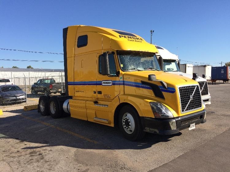 Sleeper Tractor-Heavy Duty Tractors-Volvo-2013-VNL64T670-EL PASO-TX-450,044 miles-$42,000
