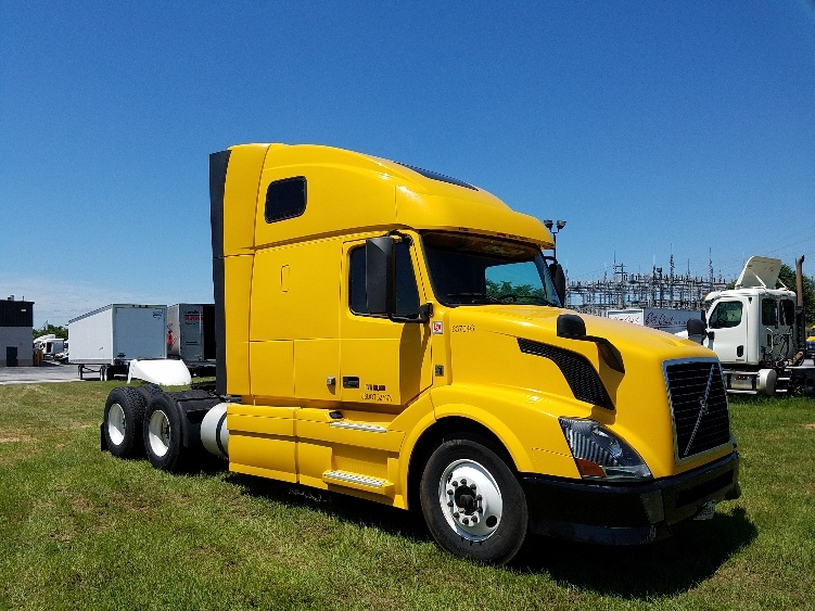 Sleeper Tractor-Heavy Duty Tractors-Volvo-2013-VNL64T670-GREENVILLE-SC-460,802 miles-$17,000