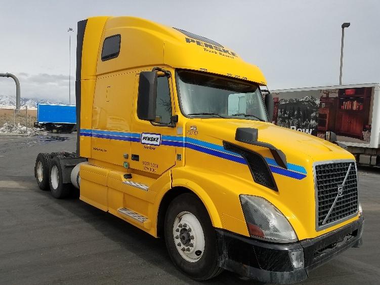 Sleeper Tractor-Heavy Duty Tractors-Volvo-2013-VNL64T670-DENVER-CO-563,411 miles-$39,250