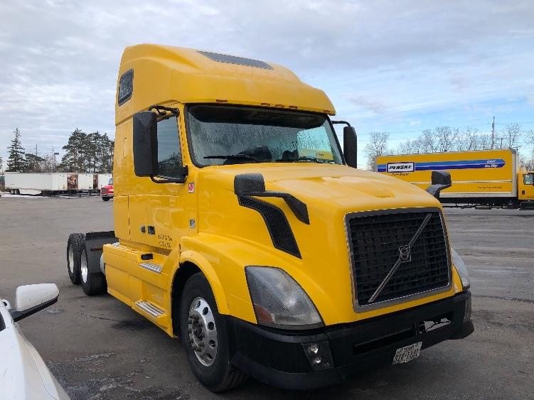 Sleeper Tractor-Heavy Duty Tractors-Volvo-2013-VNL64T670-BUFFALO-NY-490,886 miles-$38,000