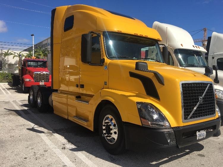 Sleeper Tractor-Heavy Duty Tractors-Volvo-2013-VNL64T670-POMPANO BEACH-FL-658,317 miles-$31,250