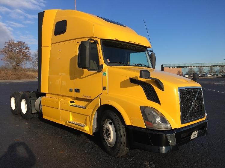 Sleeper Tractor-Heavy Duty Tractors-Volvo-2013-VNL64T670-HARRISBURG-PA-483,477 miles-$38,500