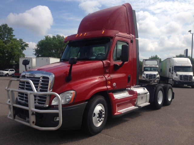 Day Cab Tractor-Heavy Duty Tractors-Freightliner-2012-Cascadia 12564ST-FARGO-ND-351,610 miles-$40,250