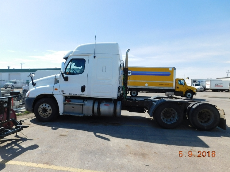 Sleeper Tractor-Heavy Duty Tractors-Freightliner-2012-Cascadia 12564ST-SASKATOON-SK-878,306 km-$17,000