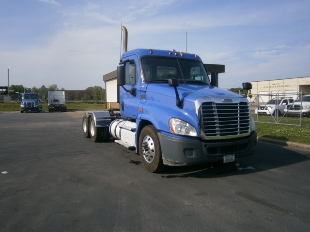 Day Cab Tractor-Heavy Duty Tractors-Freightliner-2012-Cascadia 12564ST-COLUMBIA-TN-409,960 miles-$34,500