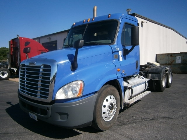 Day Cab Tractor-Heavy Duty Tractors-Freightliner-2012-Cascadia 12564ST-COLUMBIA-TN-423,145 miles-$34,000