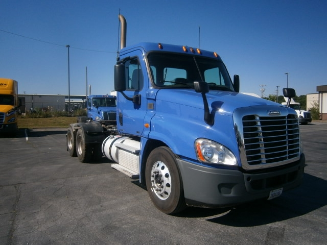 Day Cab Tractor-Heavy Duty Tractors-Freightliner-2012-Cascadia 12564ST-COLUMBIA-TN-444,354 miles-$33,500