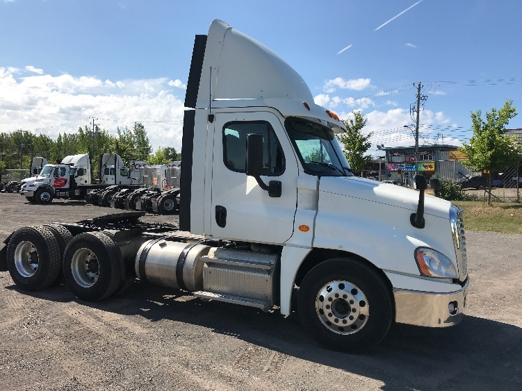 Day Cab Tractor-Heavy Duty Tractors-Freightliner-2013-Cascadia 12564ST-MONTREAL-PQ-379,423 km-$64,250