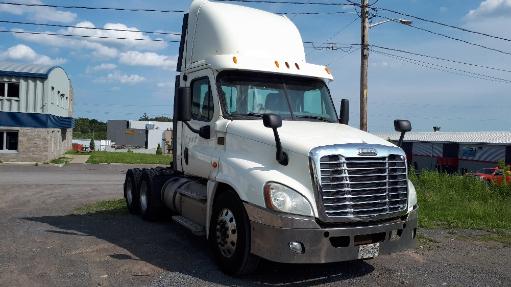 Day Cab Tractor-Heavy Duty Tractors-Freightliner-2013-Cascadia 12564ST-STE-FOY-PQ-338,449 km-$47,250