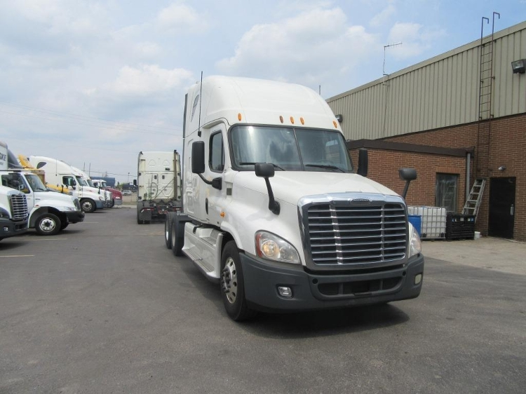 Sleeper Tractor-Heavy Duty Tractors-Freightliner-2013-Cascadia 12564ST-CONCORD-ON-1,022,431 km-$54,750