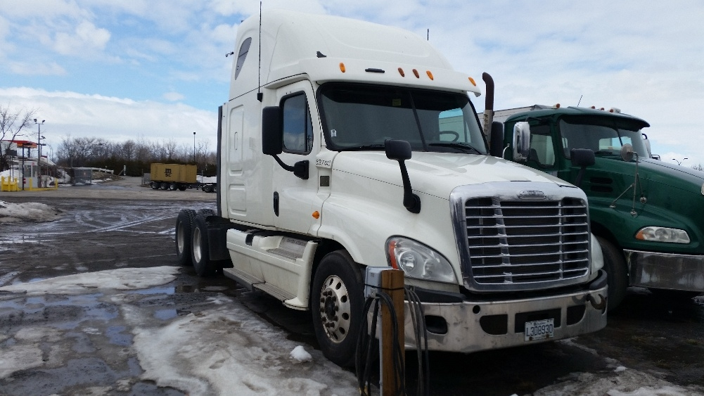 Sleeper Tractor-Heavy Duty Tractors-Freightliner-2013-Cascadia 12564ST-MONTREAL-PQ-958,741 km-$54,750