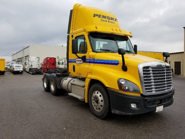 Day Cab Tractor-Heavy Duty Tractors-Freightliner-2013-Cascadia 12564ST-CALGARY-AB-434,576 km-$52,750