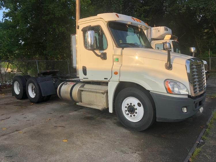 Day Cab Tractor-Heavy Duty Tractors-Freightliner-2012-Cascadia 12564ST-ATLANTA-GA-374,392 miles-$34,250