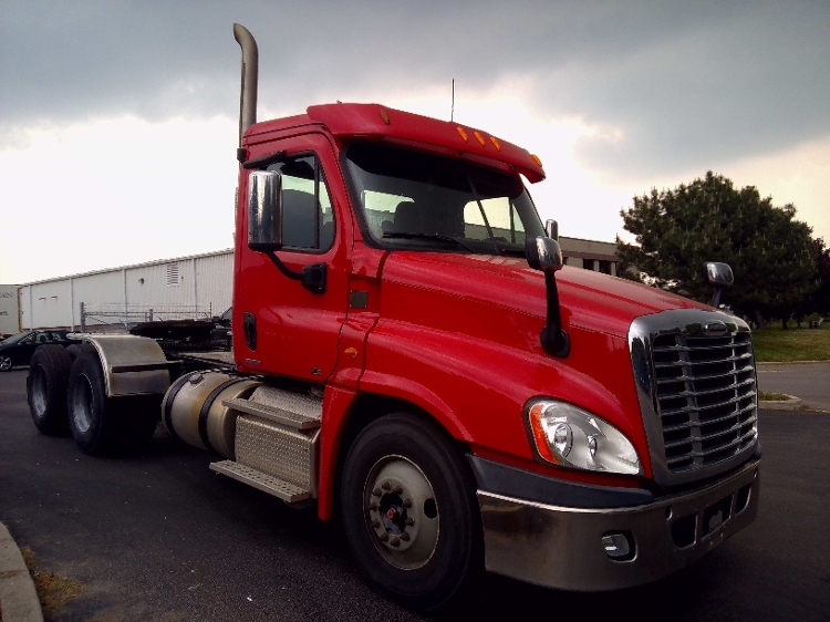 Day Cab Tractor-Heavy Duty Tractors-Freightliner-2012-Cascadia 12564ST-BURLINGTON-ON-324,010 km-$61,000