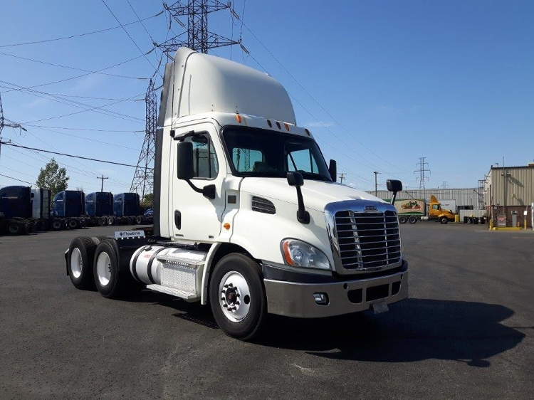 Day Cab Tractor-Heavy Duty Tractors-Freightliner-2012-Cascadia 11364ST-BOUCHERVILLE-PQ-361,245 km-$43,250