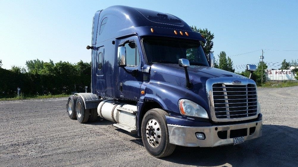 Sleeper Tractor-Heavy Duty Tractors-Freightliner-2012-Cascadia 12564ST-MONTREAL-PQ-566,326 km-$54,250