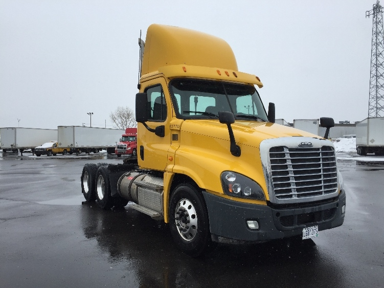 Day Cab Tractor-Heavy Duty Tractors-Freightliner-2013-Cascadia 12564ST-SAINT LAURENT-PQ-231,907 km-$66,750
