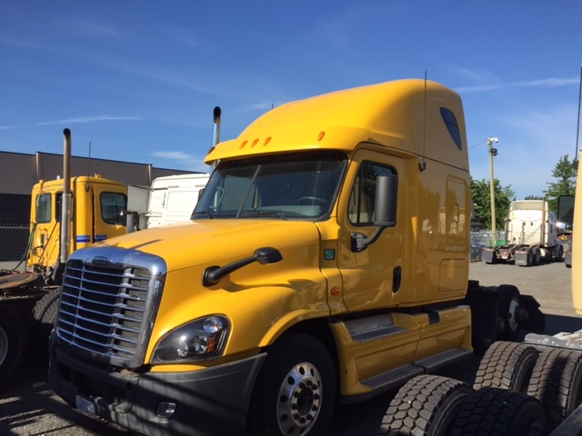 Sleeper Tractor-Heavy Duty Tractors-Freightliner-2013-Cascadia 12564ST-DELTA-BC-807,300 km-$17,500