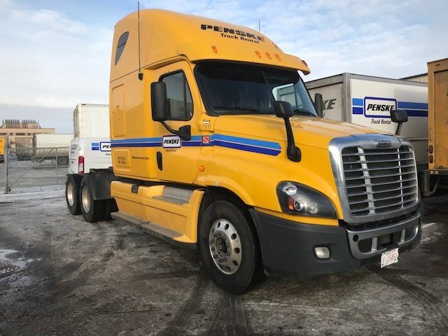 Sleeper Tractor-Heavy Duty Tractors-Freightliner-2013-Cascadia 12564ST-EDMONTON-AB-713,570 km-$58,750