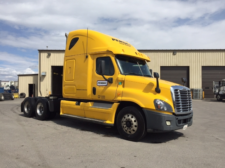 Sleeper Tractor-Heavy Duty Tractors-Freightliner-2013-Cascadia 12564ST-CALGARY-AB-633,631 km-$62,750