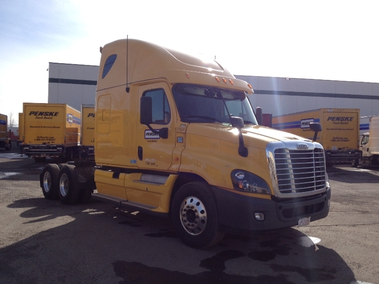 Sleeper Tractor-Heavy Duty Tractors-Freightliner-2013-Cascadia 12564ST-CALGARY-AB-670,295 km-$62,250