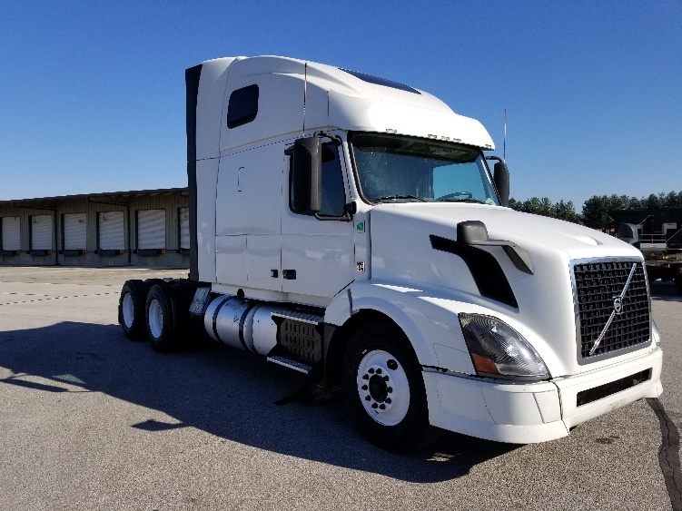 Sleeper Tractor-Heavy Duty Tractors-Volvo-2013-VNL64T670-COOKEVILLE-TN-591,028 miles-$37,250