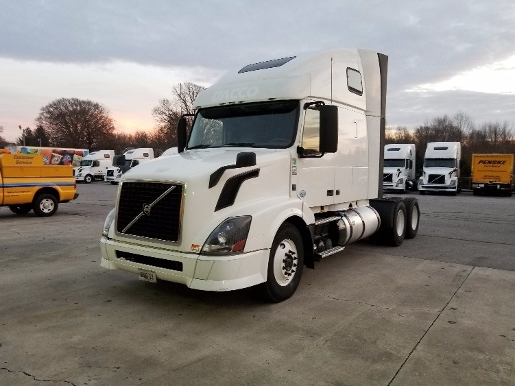 Sleeper Tractor-Heavy Duty Tractors-Volvo-2013-VNL64T670-COOKEVILLE-TN-616,077 miles-$37,250