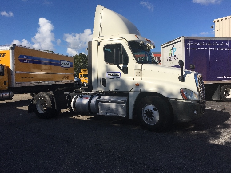 Day Cab Tractor-Heavy Duty Tractors-Freightliner-2013-Cascadia 12542ST-MEDLEY-FL-318,320 miles-$42,250