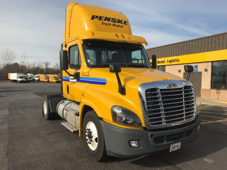 Day Cab Tractor-Heavy Duty Tractors-Freightliner-2013-Cascadia 12542ST-BENSALEM-PA-325,731 miles-$38,250