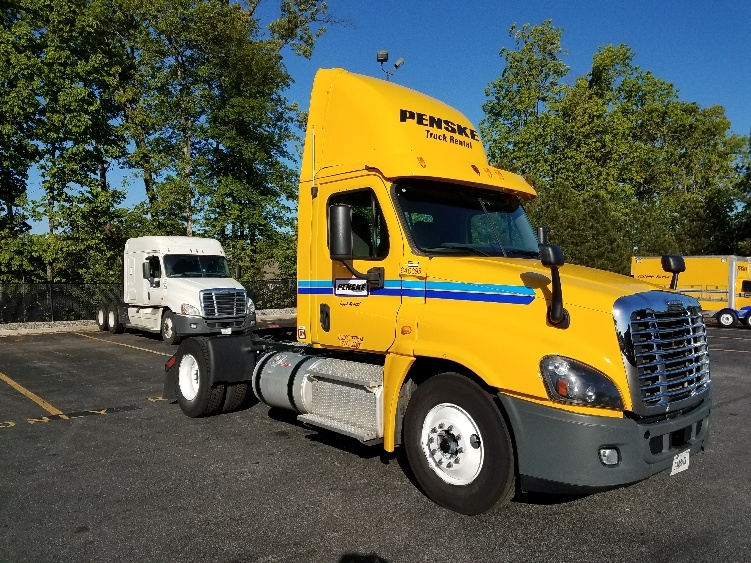 Day Cab Tractor-Heavy Duty Tractors-Freightliner-2013-Cascadia 12542ST-DULUTH-GA-284,757 miles-$47,250
