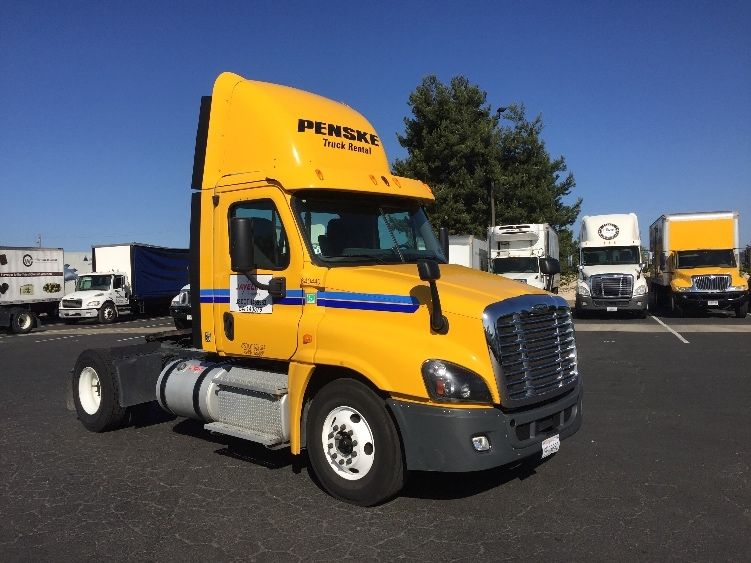 Day Cab Tractor-Heavy Duty Tractors-Freightliner-2013-Cascadia 12542ST-SAN LEANDRO-CA-130,318 miles-$55,000