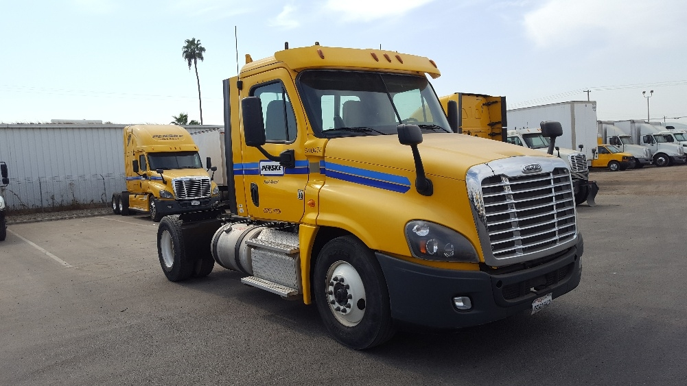 Day Cab Tractor-Heavy Duty Tractors-Freightliner-2013-Cascadia 12542ST-TORRANCE-CA-417,747 miles-$30,750