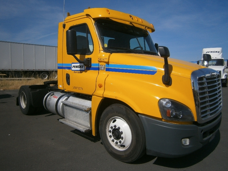 Day Cab Tractor-Heavy Duty Tractors-Freightliner-2013-Cascadia 12542ST-WEST SACRAMENTO-CA-326,440 miles-$43,250