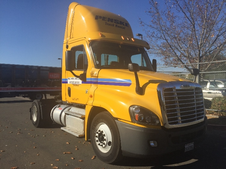 Day Cab Tractor-Heavy Duty Tractors-Freightliner-2013-Cascadia 12542ST-SACRAMENTO-CA-180,988 miles-$62,000