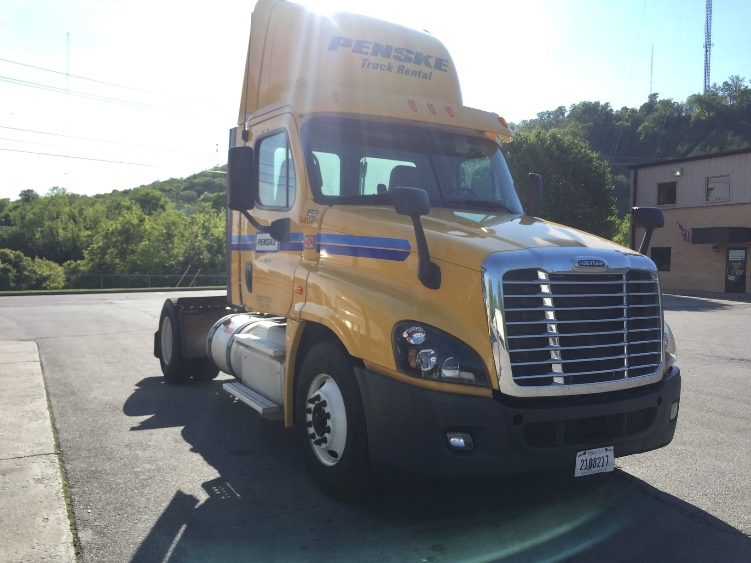 Day Cab Tractor-Heavy Duty Tractors-Freightliner-2013-Cascadia 12542ST-DECATUR-AL-589,806 miles-$27,250