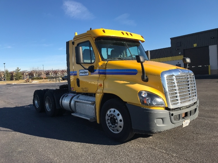Day Cab Tractor-Heavy Duty Tractors-Freightliner-2013-Cascadia 12564ST-DAVENPORT-IA-451,665 miles-$38,500