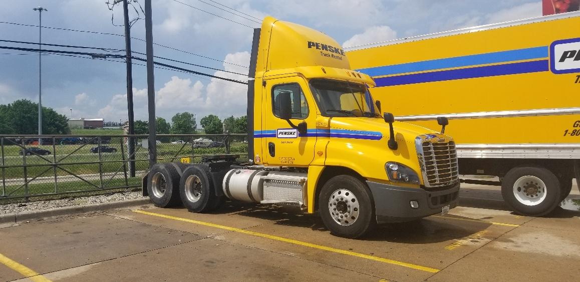 Day Cab Tractor-Heavy Duty Tractors-Freightliner-2013-Cascadia 12564ST-ALLEN PARK-MI-349,857 miles-$41,000