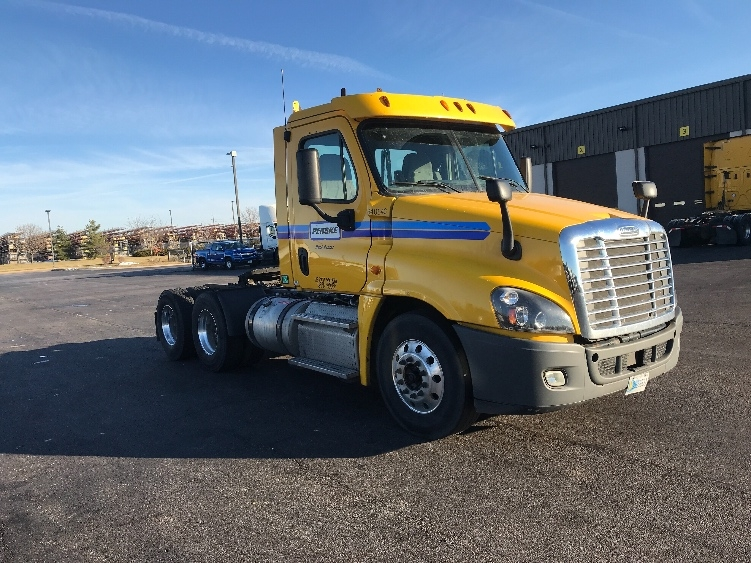 Day Cab Tractor-Heavy Duty Tractors-Freightliner-2013-Cascadia 12564ST-DAVENPORT-IA-381,435 miles-$41,500