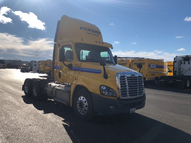 Day Cab Tractor-Heavy Duty Tractors-Freightliner-2013-Cascadia 12564ST-ROMEOVILLE-IL-303,134 miles-$42,750