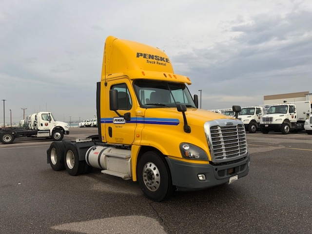 Day Cab Tractor-Heavy Duty Tractors-Freightliner-2013-Cascadia 12564ST-DENVER-CO-379,096 miles-$50,250