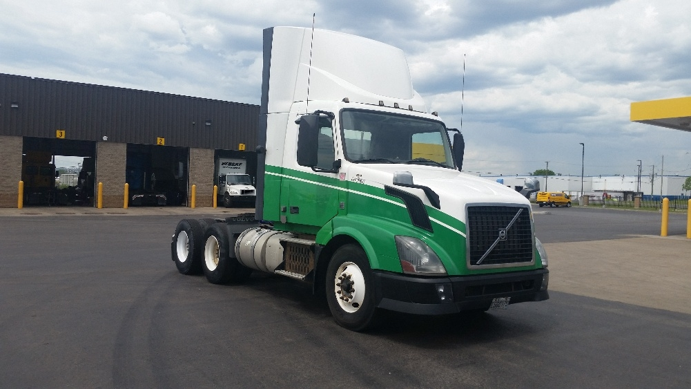 Day Cab Tractor-Heavy Duty Tractors-Volvo-2013-VNL64T300-STE-FOY-PQ-700,814 km-$49,250