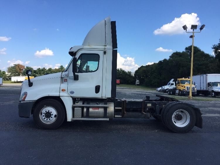 Day Cab Tractor-Heavy Duty Tractors-Freightliner-2013-Cascadia 12542ST-PENNSAUKEN-NJ-545,335 miles-$29,000