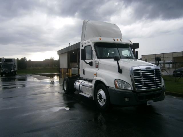 Day Cab Tractor-Heavy Duty Tractors-Freightliner-2013-Cascadia 12542ST-NASHVILLE-TN-466,883 miles-$31,500