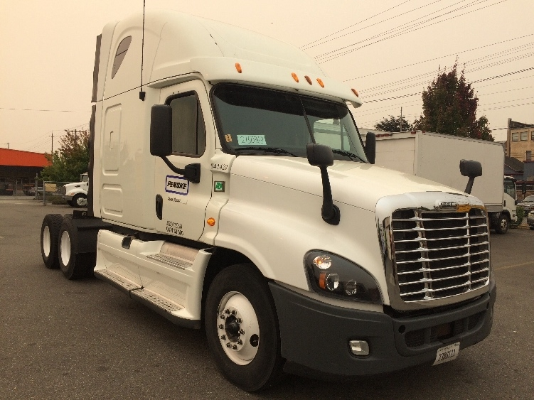 Sleeper Tractor-Heavy Duty Tractors-Freightliner-2013-Cascadia 12564ST-EVERETT-WA-617,406 miles-$44,250