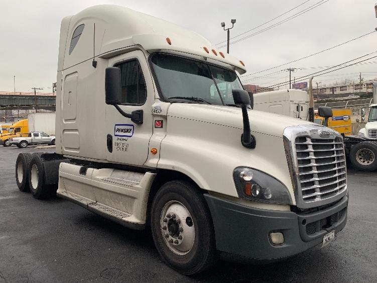 Sleeper Tractor-Heavy Duty Tractors-Freightliner-2013-Cascadia 12564ST-NORTH BERGEN-NJ-558,956 miles-$42,500