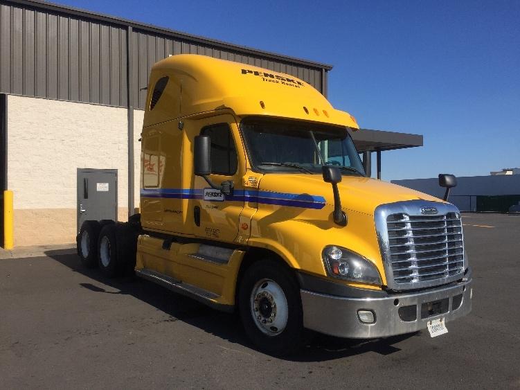 Sleeper Tractor-Heavy Duty Tractors-Freightliner-2013-Cascadia 12564ST-EAST SYRACUSE-NY-620,567 miles-$44,000