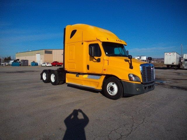 Sleeper Tractor-Heavy Duty Tractors-Freightliner-2013-Cascadia 12564ST-FORT SMITH-AR-397,661 miles-$42,250