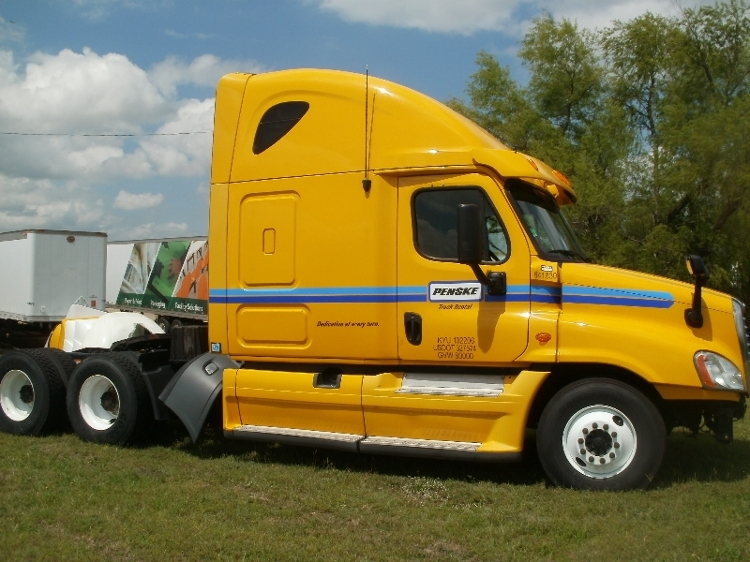 Sleeper Tractor-Heavy Duty Tractors-Freightliner-2013-Cascadia 12564ST-WACO-TX-508,389 miles-$19,000