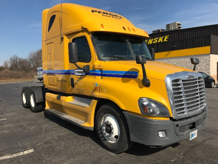 Sleeper Tractor-Heavy Duty Tractors-Freightliner-2013-Cascadia 12564ST-CHICOPEE-MA-748,990 miles-$26,500