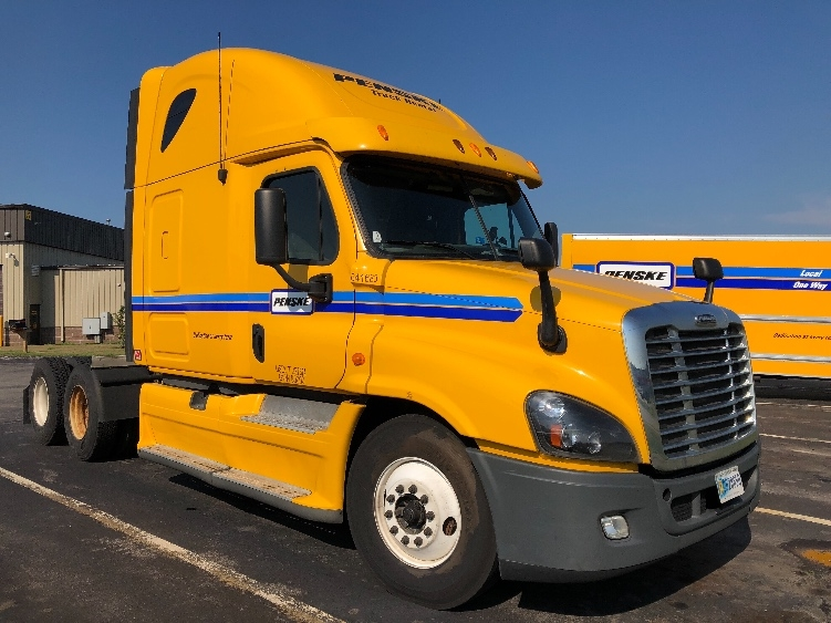 Sleeper Tractor-Heavy Duty Tractors-Freightliner-2013-Cascadia 12564ST-LAS VEGAS-NV-569,176 miles-$46,500